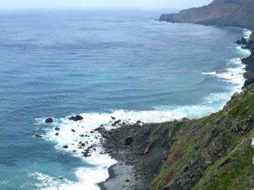Teixidelo, la única playa de arena negra en el mundo de origen no volcánico
