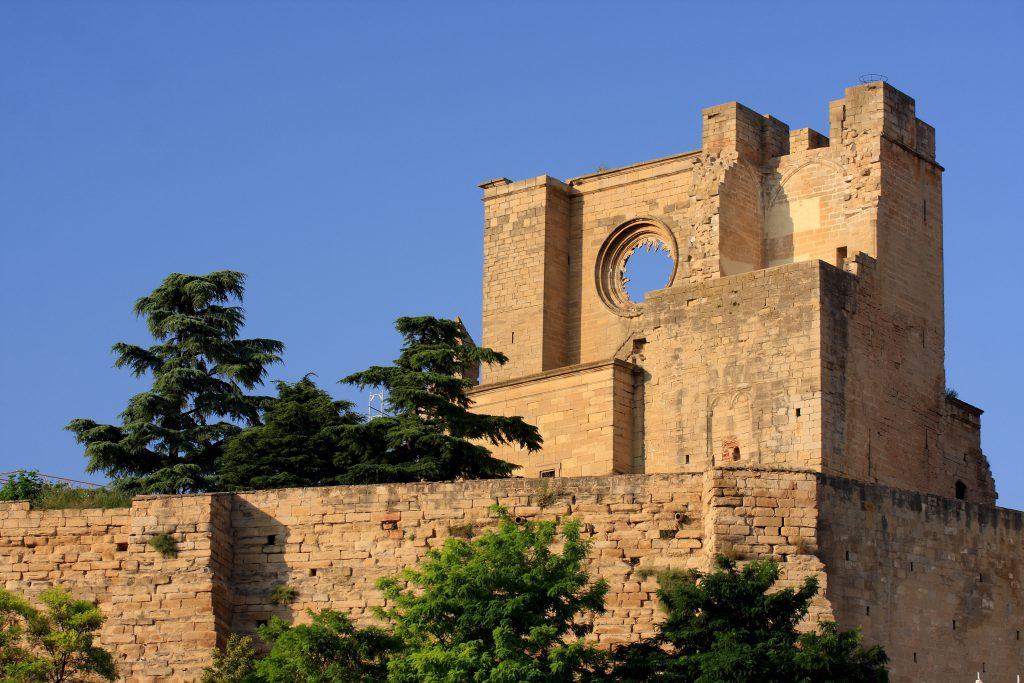 Antigua iglesia de San Pedro, algo que ver en Viana