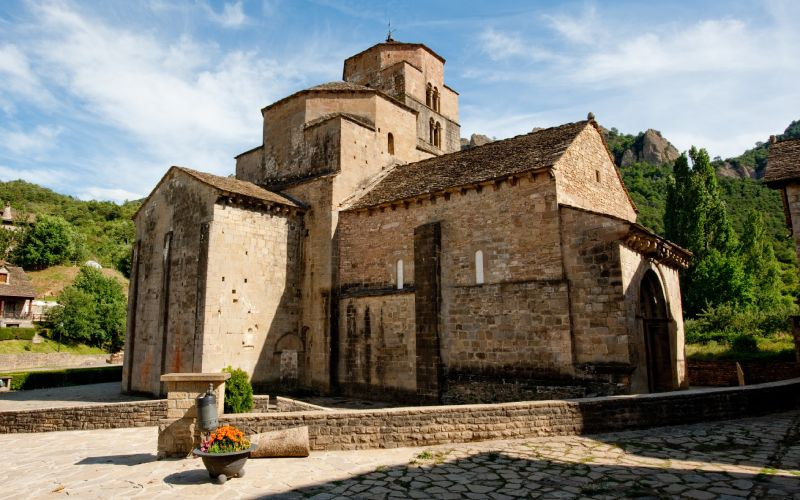 Iglesia de Santa María en Santa Cruz de la Serós