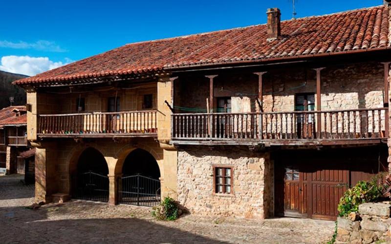Casas típicas de Bárcena Mayor