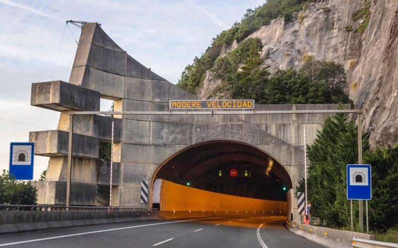 Un túnel a la altura de Castro Urdiales