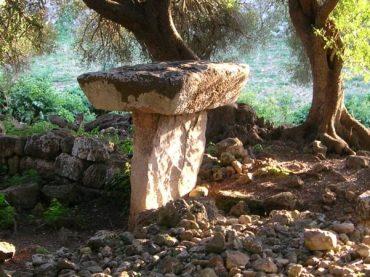 Ruta talayótica por Menorca: la magia de navetas, talayots y taulas envuelta en la tramontana