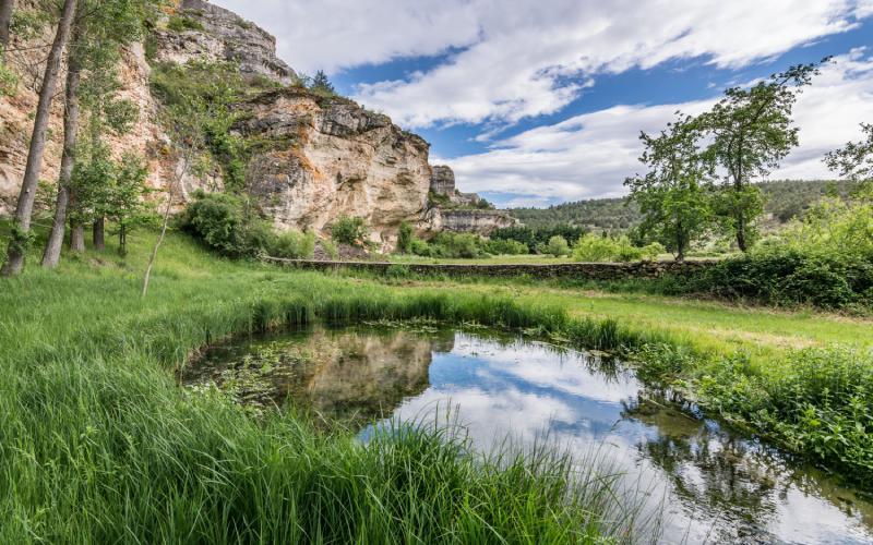 El nacimiento del río Aguisejo permite conocer los pueblos rojos y negros de Segovia