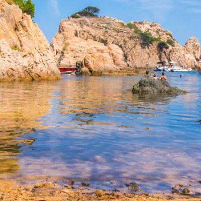 Cala d'Aigua Xelida en Palafrugell, un diminuto tesoro escondido entre las rocas en Girona