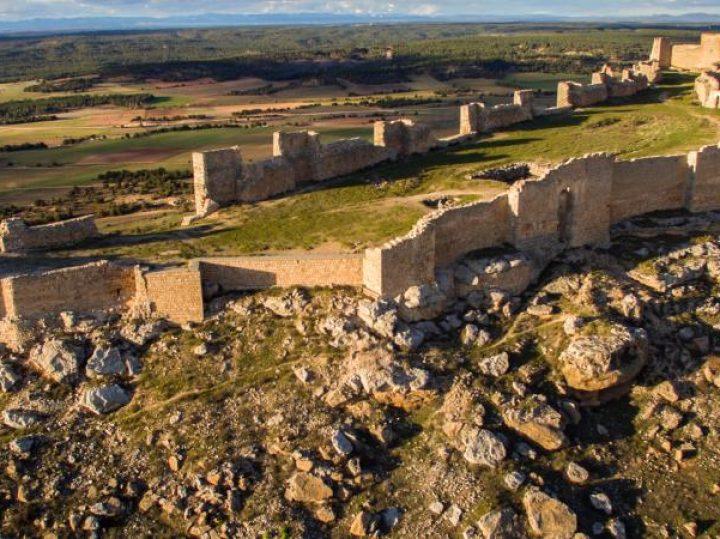 El castillo de Gormaz, la fortaleza soriana por la que suspiraron los reinos cristianos