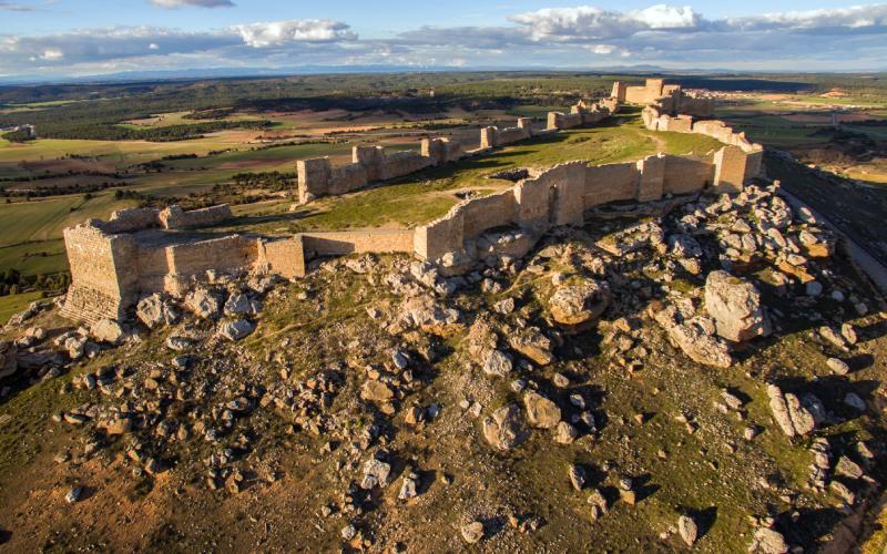 Extremo oeste y campa interior del castillo de Gormaz