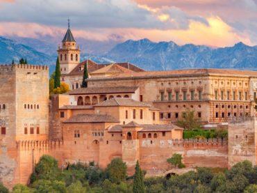La Alhambra agota todas las entradas para el fin de semana del puente, el primero lleno desde su reapertura