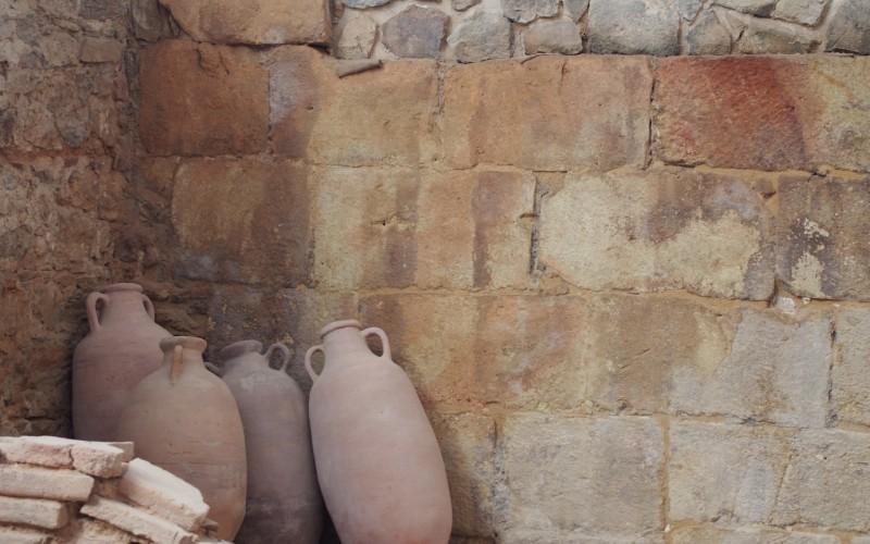 Antiguas ánforas en el Barrio del Foro Romano