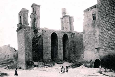 Vista antigua de las ruinas del Castillo de los Reyes de Navarra en Olite