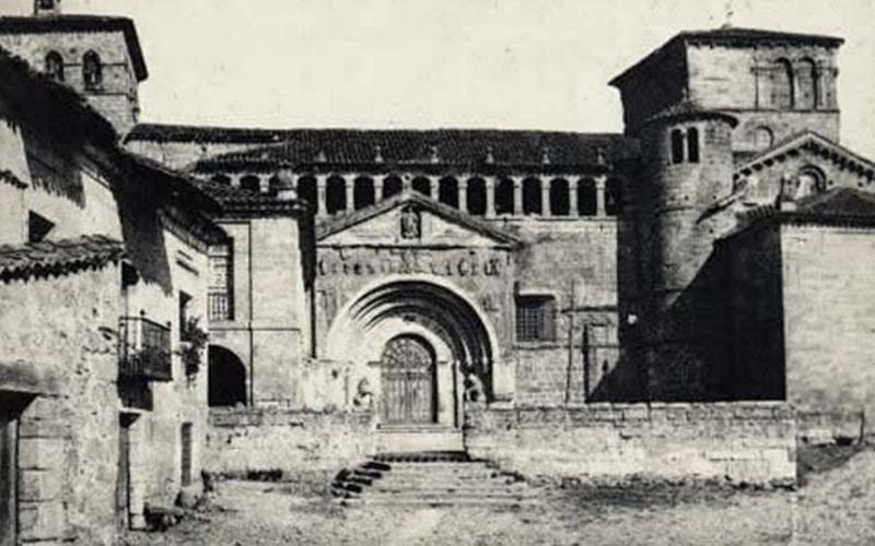 Foto antigua Colegiata de Santa Juliana en Santillana del Mar