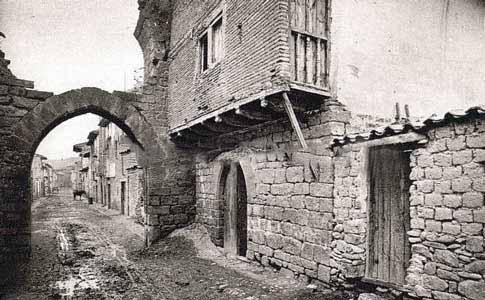 fotografia antigua Portal de Carajeas en Sangüesa