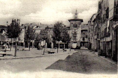 Plaza Mayor de Briviesca con Ayuntamiento al fondo en la antigüedad