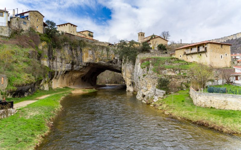 Vista del Puente de Dios de Puentedey
