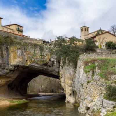 Puentedey, el pueblo que creció sobre el 'Puente de Dios'
