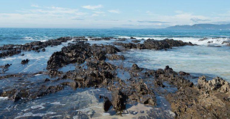 Playa de As Furnas, belleza, tragedia y cámaras entre piscinas marinas