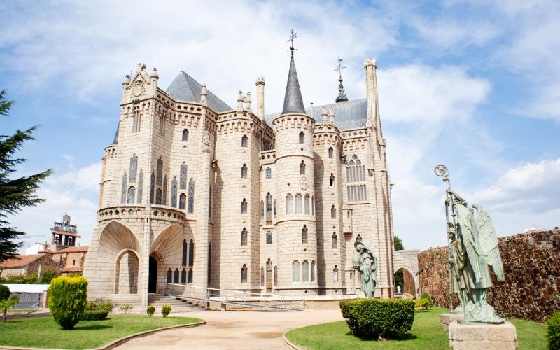 El Palacio Episcopal de Astorga parece totalmente sacado de un cuento medieval