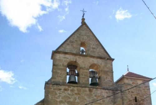 Espadaña de la Parroquia de nuestra Señora de la Asunción en Camarzana de Tera