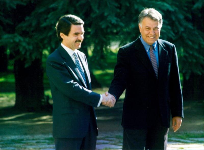 Aznar y González tras las elecciones generales de 1996