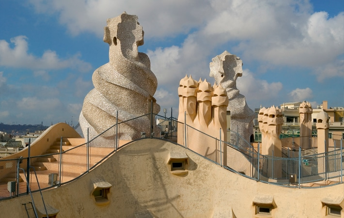 The Six Best Modernist Houses in Barcelona_azotea-de-la-pedrera-casa-mila-paseo-de-gracia_casas modernistas de Barcelona