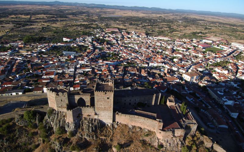Castillo y pueblo de Alburquerque