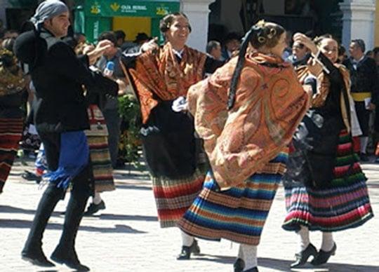 baile-feria-de-septiembre-españa-fascinante