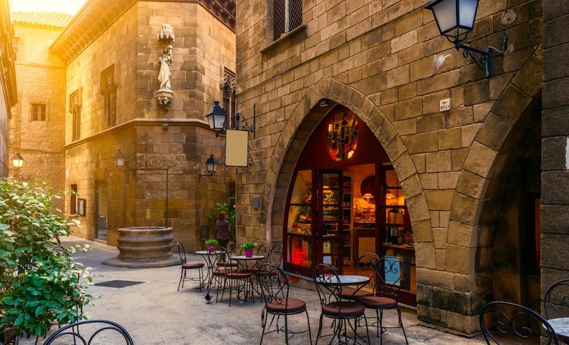 barrio-gotico-barcelona-825x500