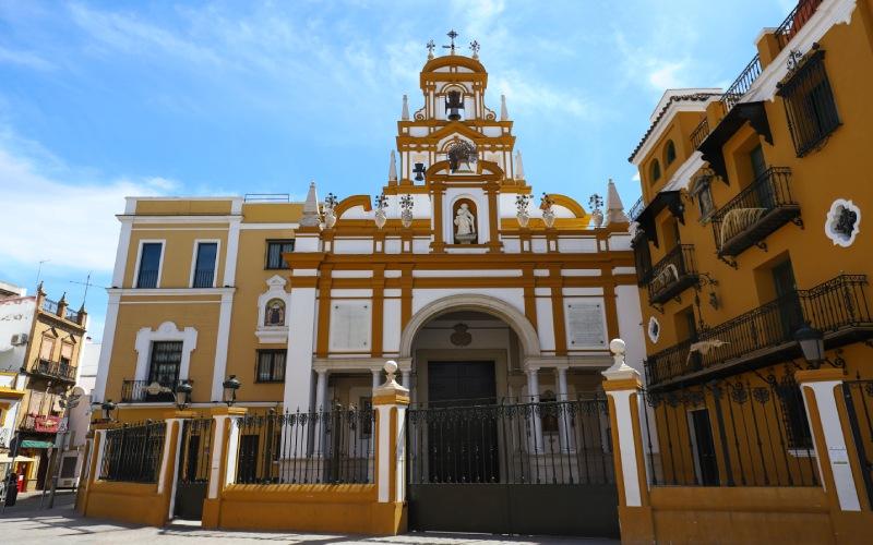 Imagen frontal de la Basílica de la Macarena, Sevilla.