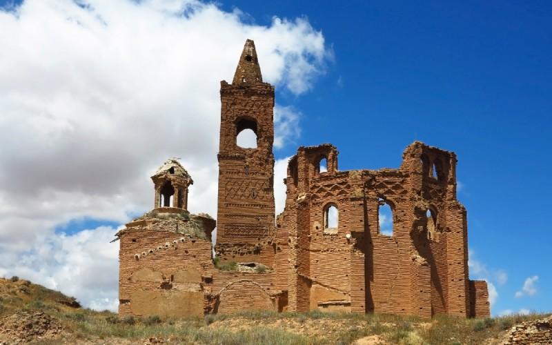 Ruinas de la Iglesia de San Martín de Tours en Belchite Viejo