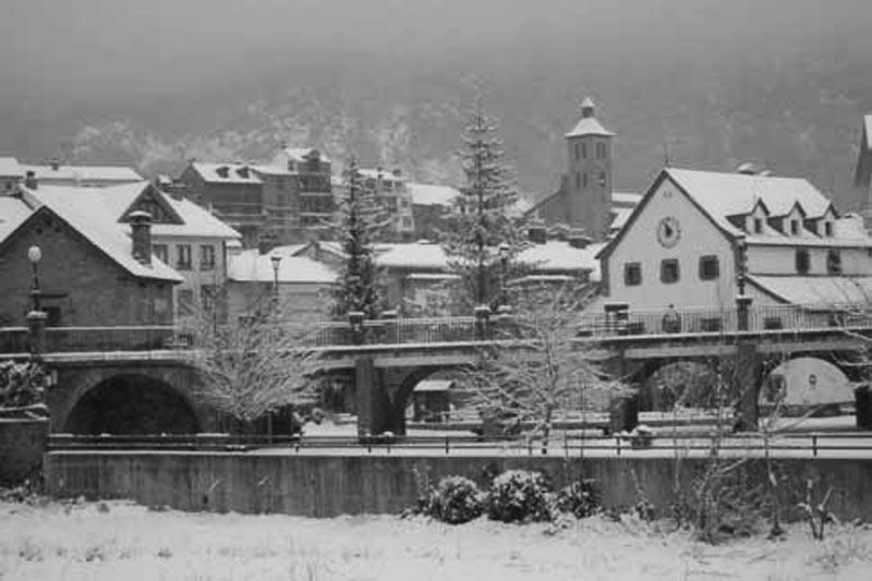 Biescas bajo la nieve