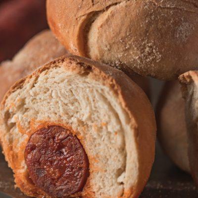 Receta de bollo preñao, el bocado de pan con chorizo más famoso de Asturias