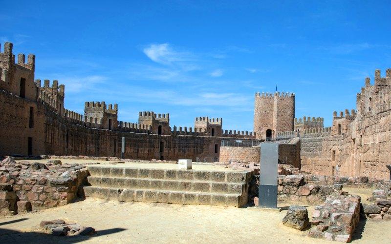 Patio de armar del castillo de Burgalimar