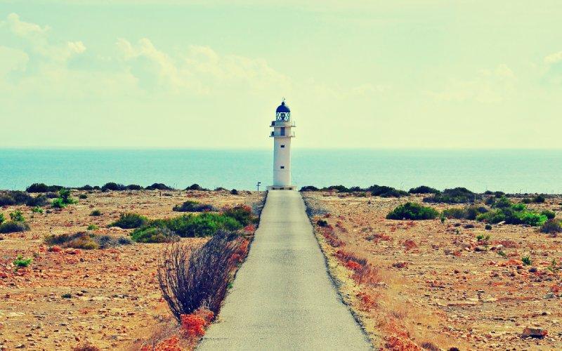 Último tramo de la carretera que lleva al Faro Barbaria