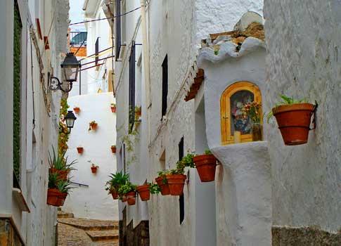 calle típica de Casarebonela