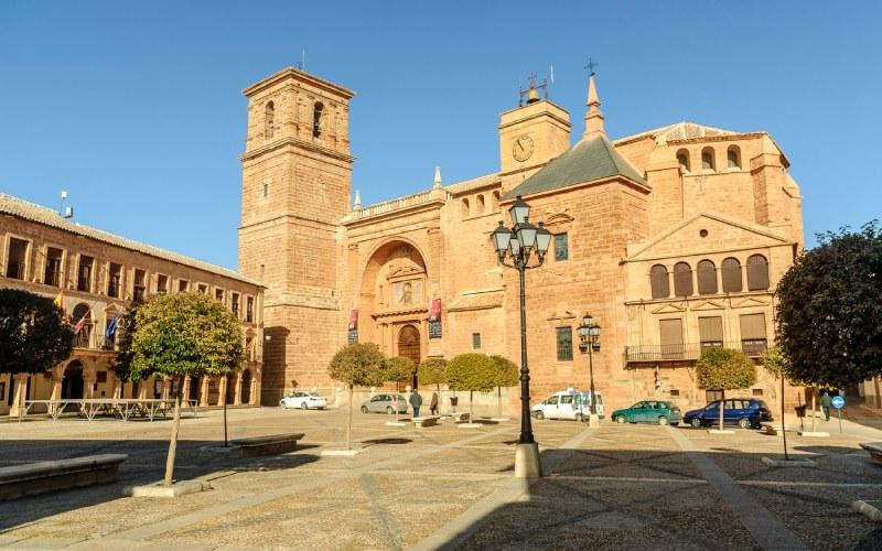 Iglesia de San Andrés, entorno de la calle Cervantes