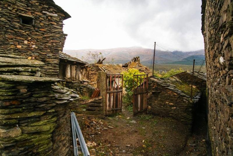 Campillo de Ranas, uno de los pueblos negros