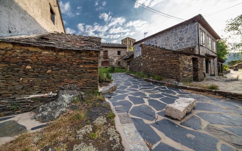 Arquitectura negra en Campillo de Ranas