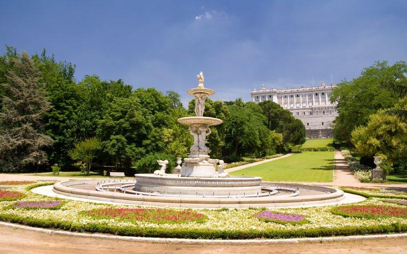 Campo del Moro y Palacio Real de Madrid