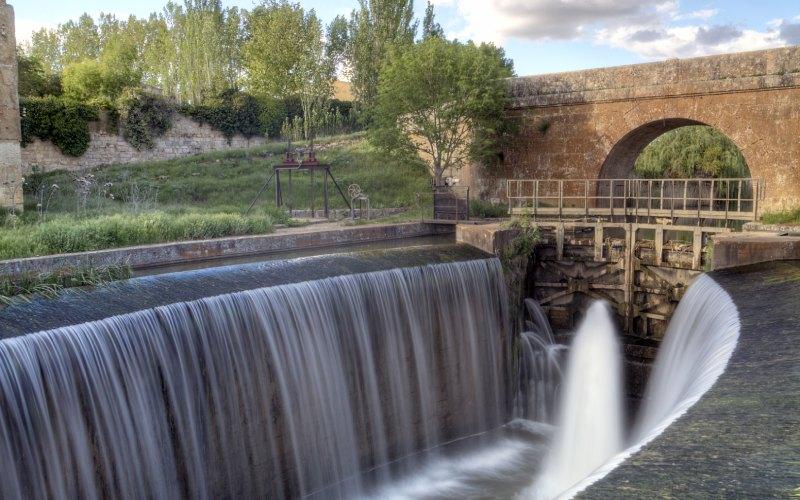 Canal de Castilla a su paso por Palencia