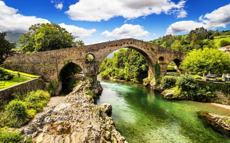 El espectacular puente romano de Cangas de Onís