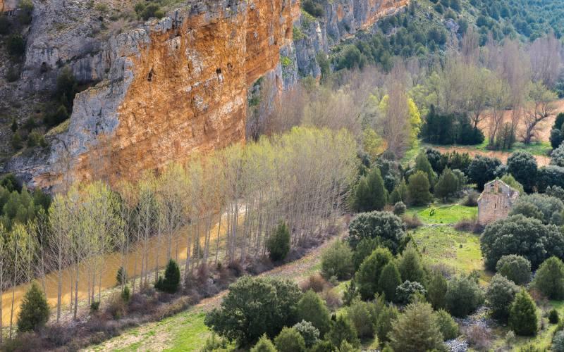 Las hoces del río Riaza están conformadas por espectaculares formaciones de roca caliza