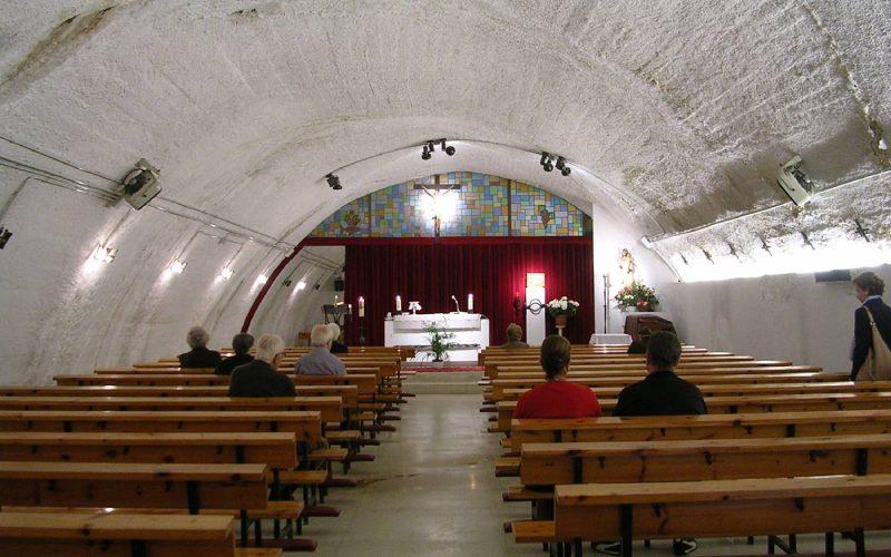 Interior de la capilla del puente antes de los arreglos