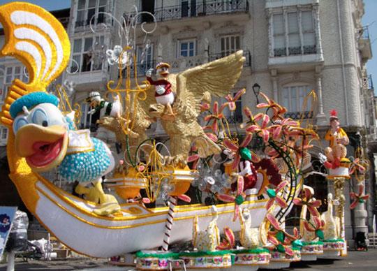carroza homenaje pato donald