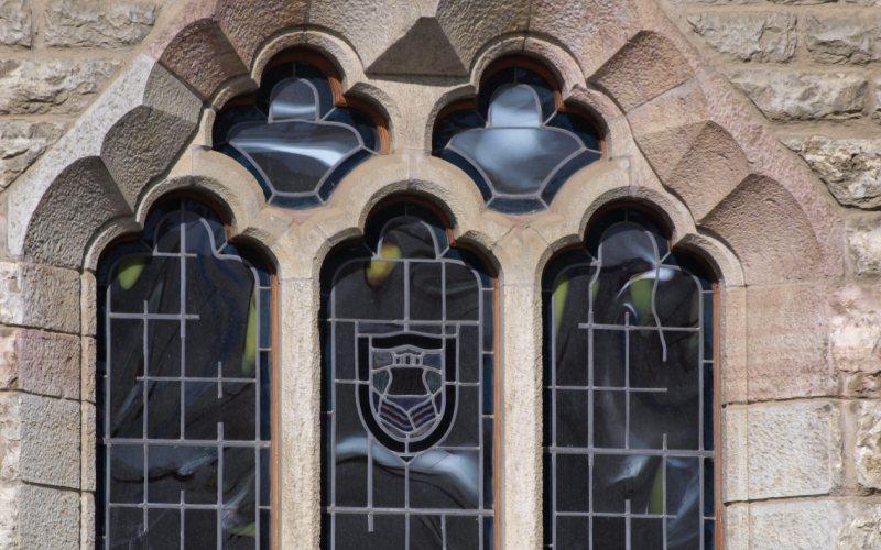 Algunos detalles de las ventanas del museo Casa Botines Gaudí
