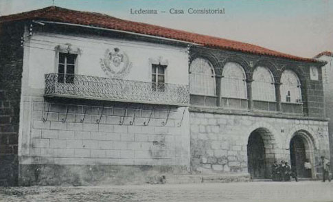 Casa Consistorial de Ledesma por R. Mata Benito