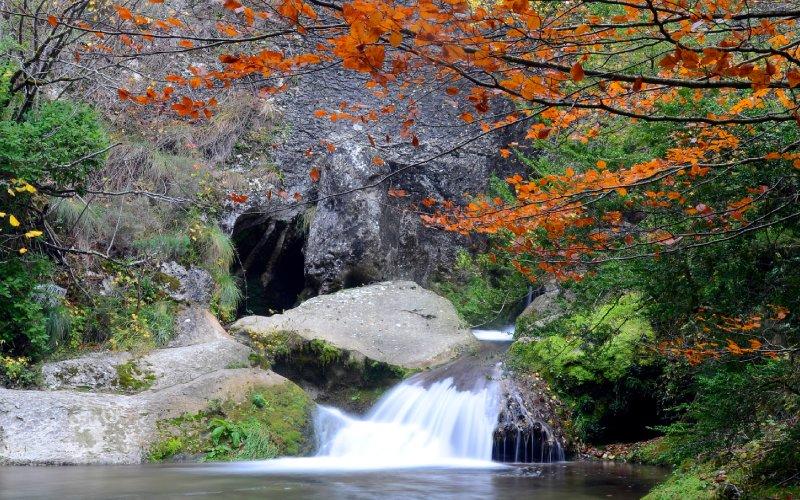 Cascada del rio Purón en el Parque Natural de Valderejo