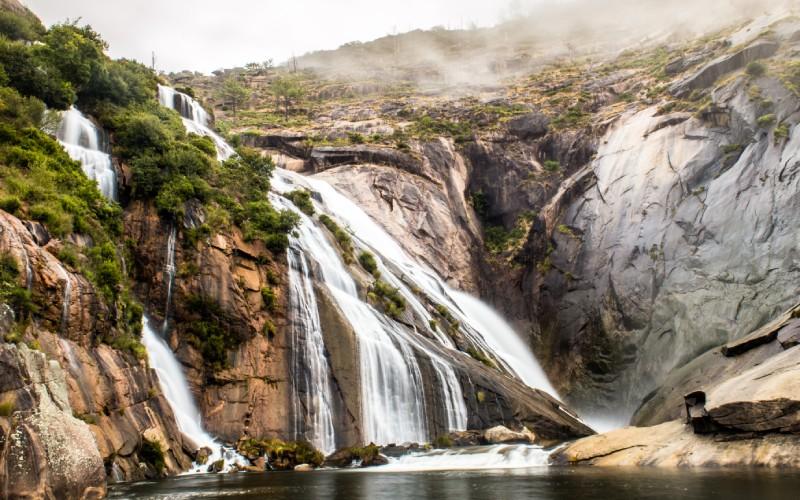La impresionante cascada del Ézaro