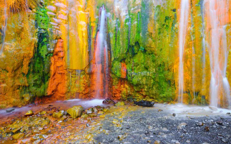 Cuanto más agua, más colores tiene la cascada