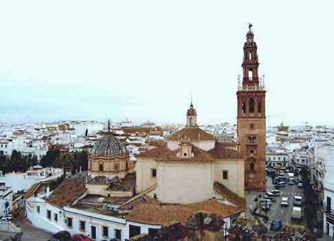 Iglesia de San Pedro y su Giraldilla en Carmona