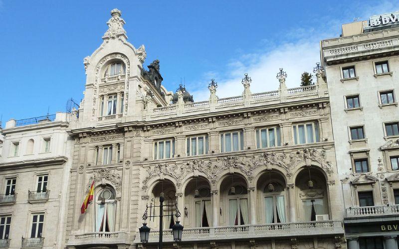 Parte superior de la fachada del casino de Madrid