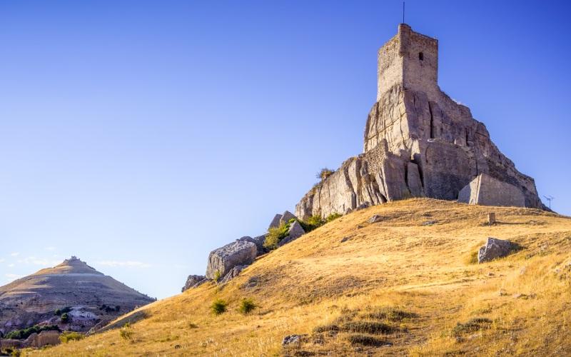 El castillo de Atienza está situado en lo alto de un promontorio